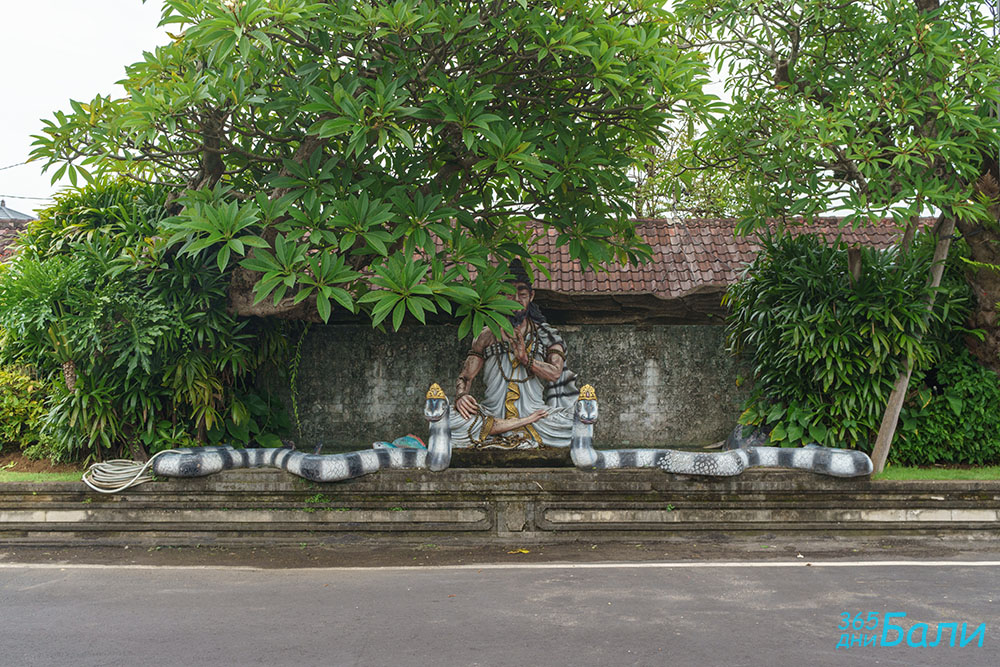 Tanah Lot - Храмът, който се пази от отровни змии