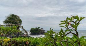 Tanah Lot - балийски храм