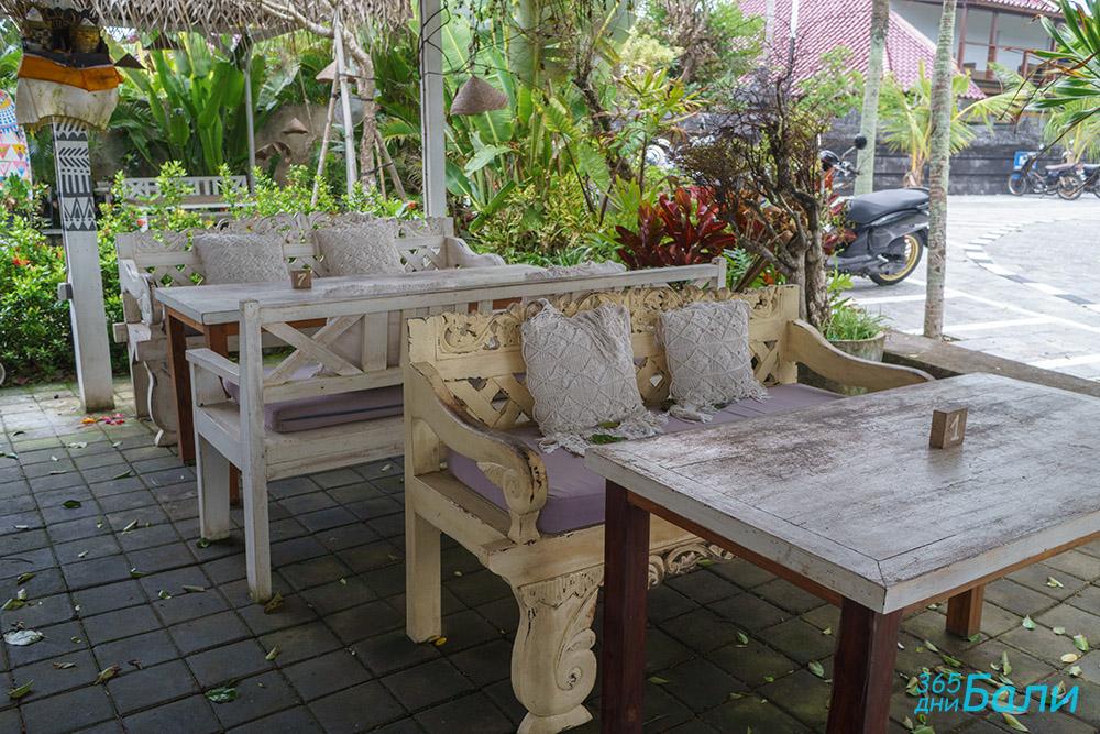 В заведението за хранене - Tanah Lot, остров Бали