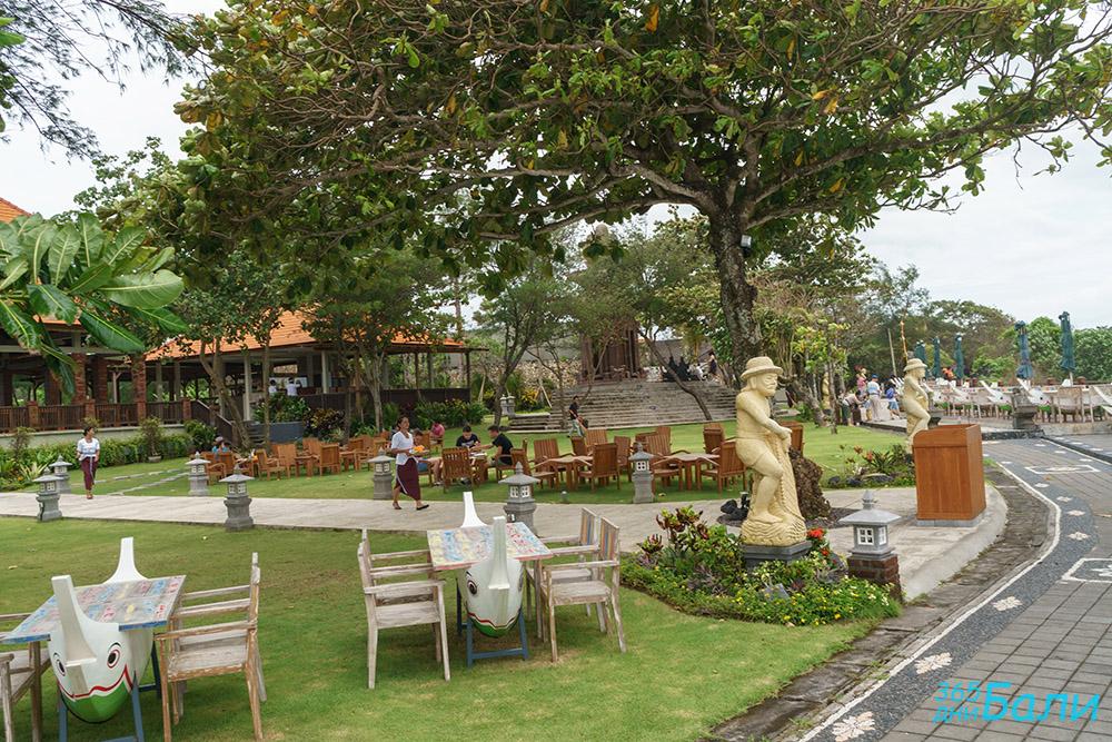 Заведение за хранене край Tanah Lot, остров Бали